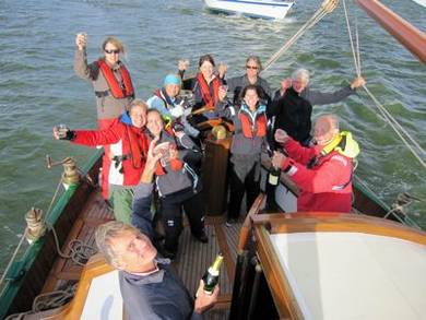 hoopdelegatie-over-de-finish-van-de-24-uurs-zeilrace